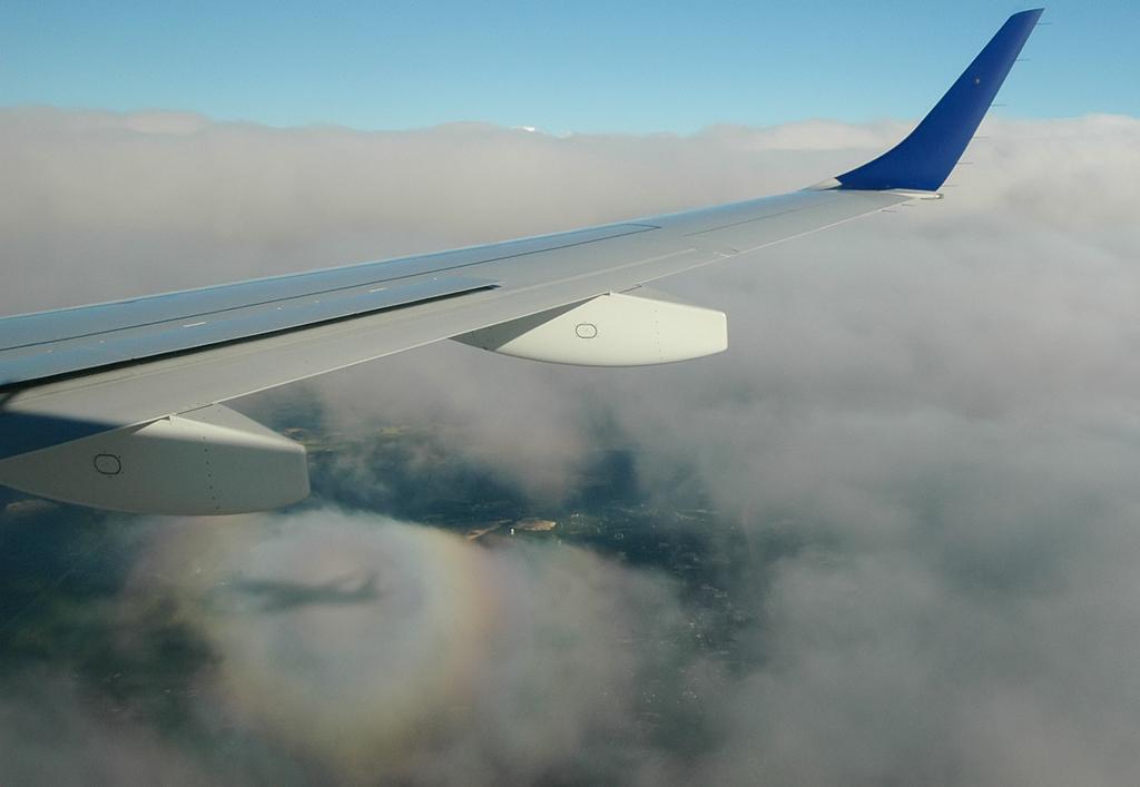 http://jkwd.com/airliners/20070701-kjfk-kbos-n267jb/n267jb-shadow2.jpg