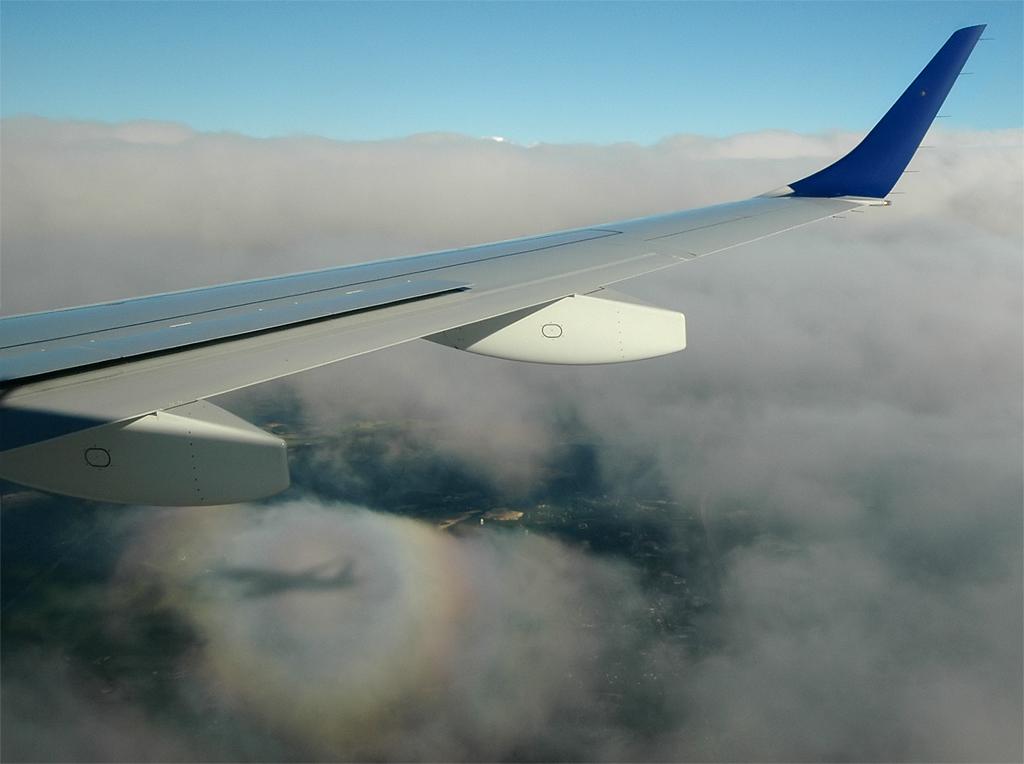 http://jkwd.com/airliners/20070701-kjfk-kbos-n267jb/n267jb-shadow3.jpg