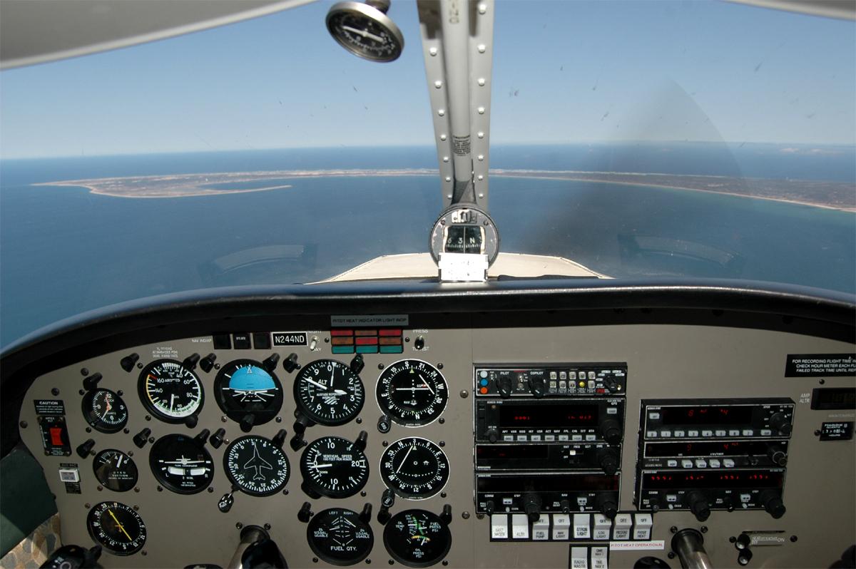 http://jkwd.com/airliners/prescreen/landing%20at%20PVC-sm.jpg